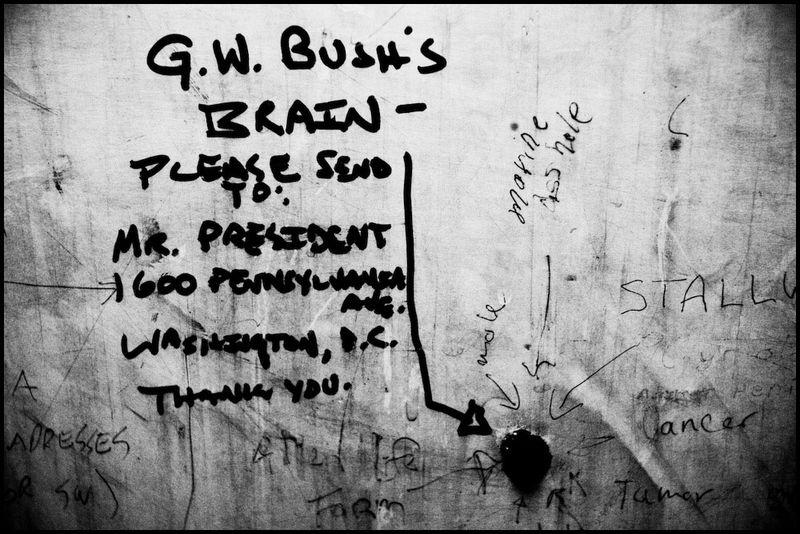 Zoriah_bush_george_g_w_president_iraq_irak_grafitti_war_conflict_latrine_bathroom_wc_toilette_07_09_08_G6Y7212