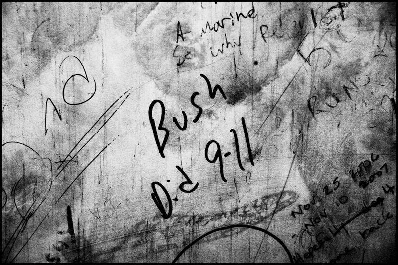 Zoriah_bush_george_g_w_president_iraq_irak_grafitti_war_conflict_latrine_bathroom_wc_toilette_07_09_08_G6Y7230