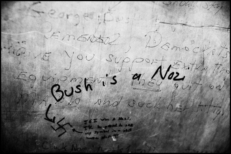 Zoriah_bush_george_g_w_president_iraq_irak_grafitti_war_conflict_latrine_bathroom_wc_toilette_06_01_08_G6Y5181