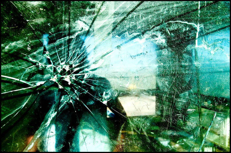 Zoriah_gaza_israel_destruction_damage_civilian_settler_palestinian_west_bank_bullet_glass_gun_20060522_0619ci