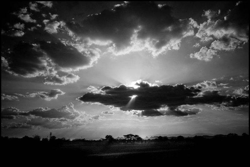 Zoriah_un_convoy_kenya_kakuma_irc_refugee_camp_crisis_aid_famine_food_shortage_landscape_football_soccer_20090127_8234