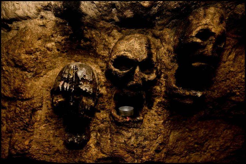 Zoriah_catacombs_de_paris_cataphile_cataphiles_decent_descent_descendre_france_0015_20081220_3235