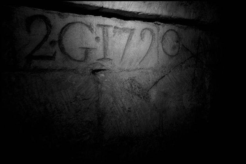 Zoriah_catacombs_de_paris_cataphile_cataphiles_decent_descent_descendre_france_0016_20081219_3135