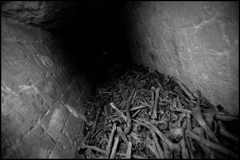 Zoriah_catacombs_de_paris_cataphile_cataphiles_decent_descent_descendre_france_0003_20081220_3312