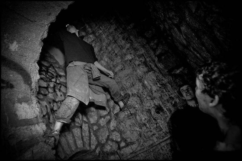 Zoriah_catacombs_de_paris_cataphile_cataphiles_decent_descent_descendre_france_0023_20081219_3057