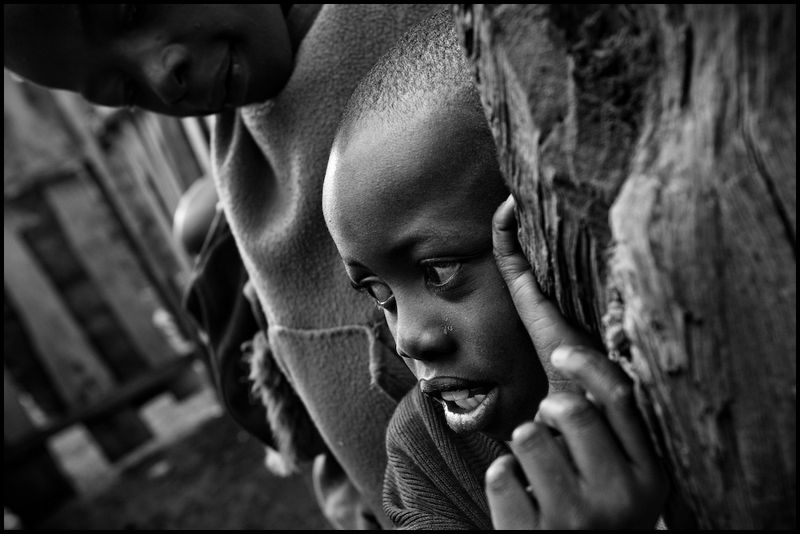 Zoriah_photojournalist_war_photographer_kenya_child_children_poverty_poor_20090117_4584