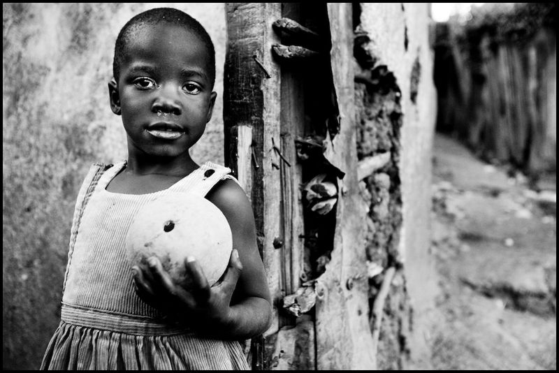 Zoriah_photojournalist_war_photographer_kenya_child_children_poor_poverty_slum_20090125_7765