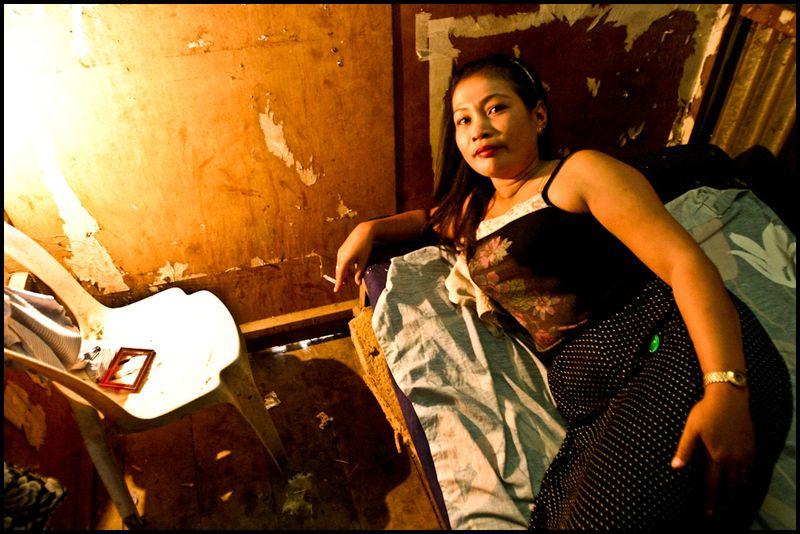 Zoriah_photojournalist_war_photographer_AIDS_in_asia_20041203_0026