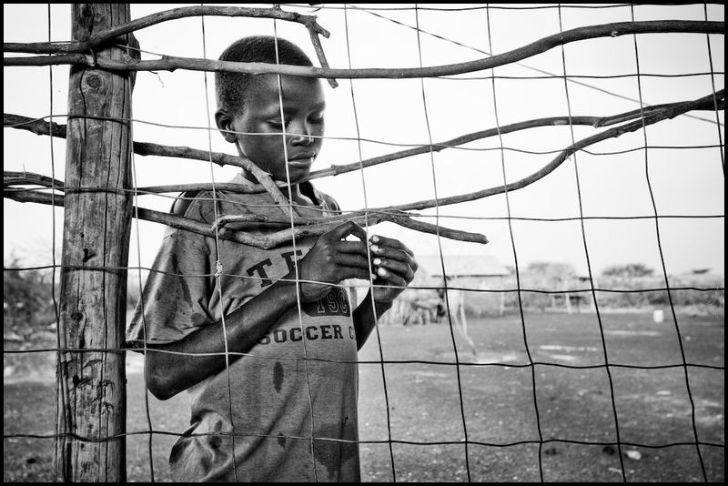 Zoriah_photojournalist_war_photographer_kenya_child_children_poor_poverty_slum_20090127_9134