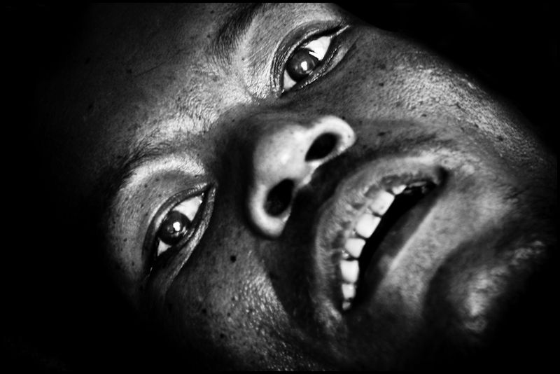 Zoriah_photojournalist_war_photographer_AIDS_in_asia_20041127_8292