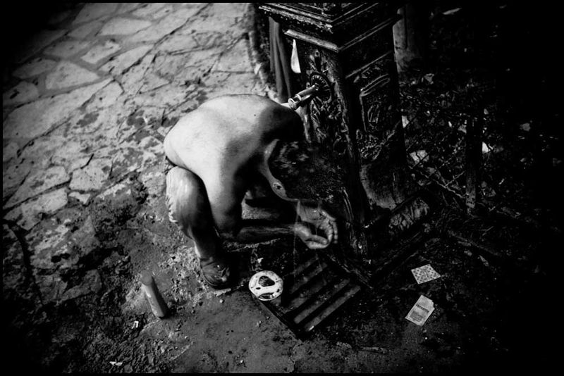 Zoriah_photojournalist_war_photographer_20090601_0240