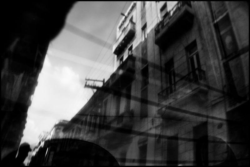 Zoriah_photojournalist_war_photographer_cuba_reflected_reflection_window_windshield_puddle_20090809_0440