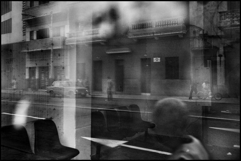 Zoriah_photojournalist_war_photographer_cuba_reflected_reflection_window_windshield_puddle_20090805_0630