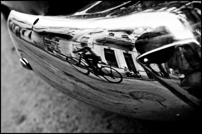 Zoriah_photojournalist_war_photographer_cuba_reflected_reflection_window_windshield_puddle_20090809_0544