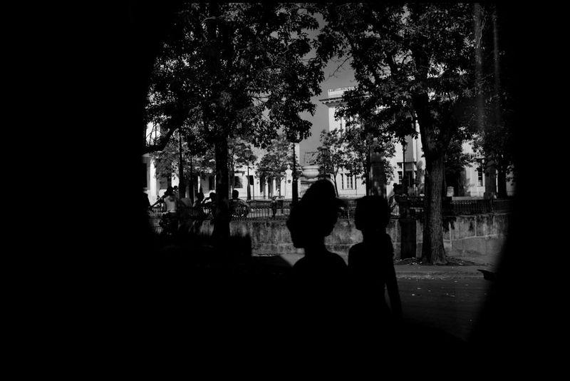 Zoriah_photojournalist_war_photographer_cuba_reflected_reflection_window_windshield_puddle_20090810_0243