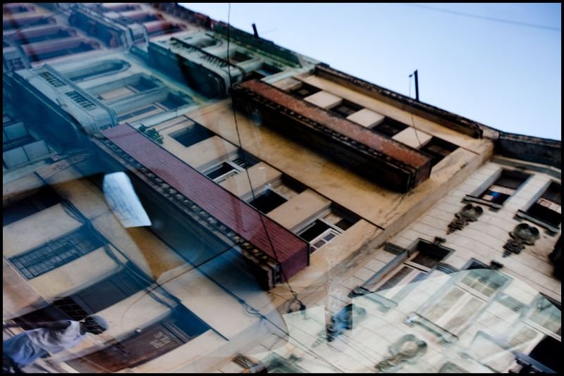 Zoriah_photojournalist_war_photographer_cuba_reflected_reflection_window_windshield_puddle_20090809_0463