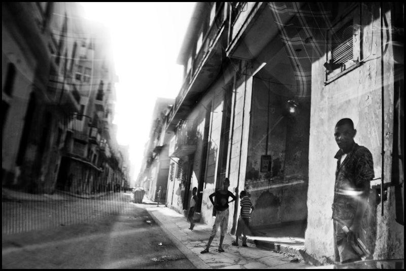 Zoriah_photojournalist_war_photographer_cuba_reflected_reflection_window_windshield_puddle_20090812_0134