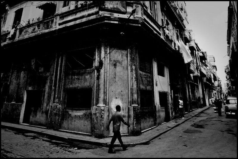 Zoriah_photojournalist_war_photographer_havana_cuba_street_old_scene_daily_life_20090801_0034