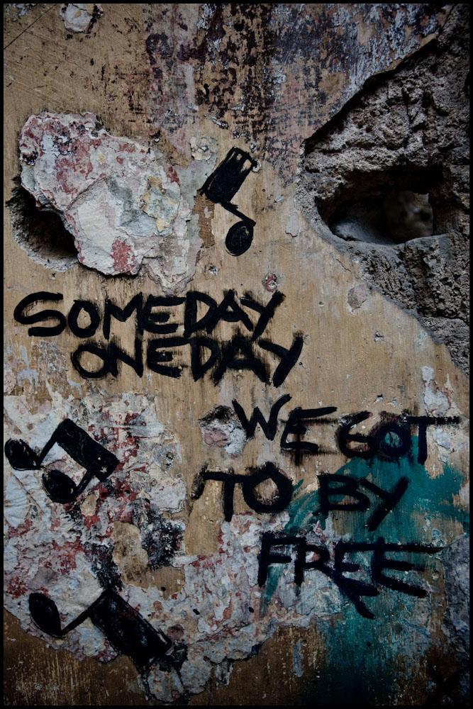 Zoriah_photojournalist_war_photographer_cuba_wall_freedom_bob_marley_someday_havana_20090814_0094