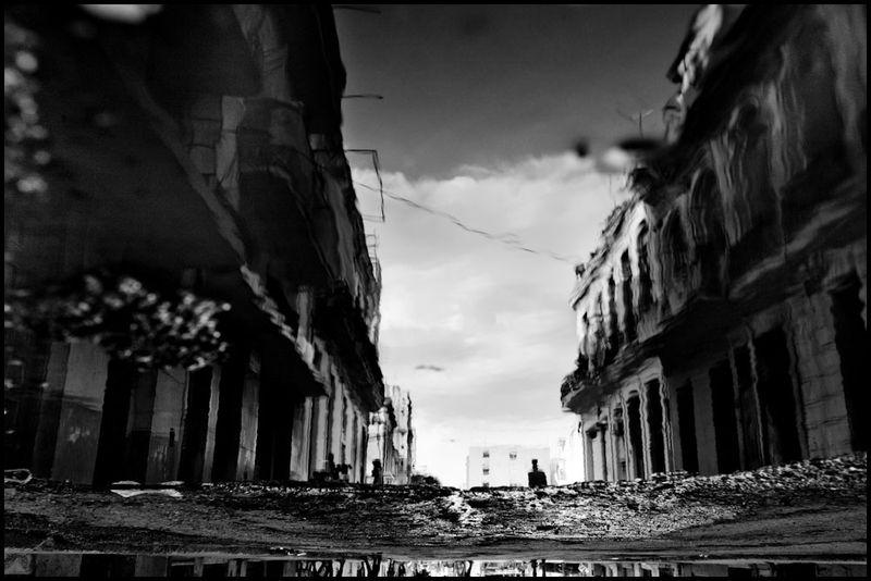 Zoriah_photojournalist_war_photographer_cuba_reflected_reflection_window_windshield_puddle_20090809_0604