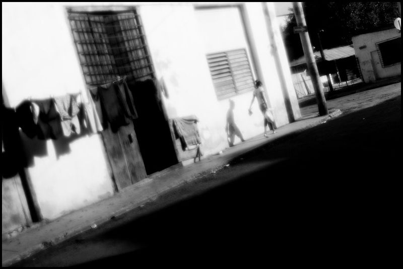 Zoriah_photojournalist_war_photographer_cuba_reflected_reflection_window_windshield_puddle_20090809_0410