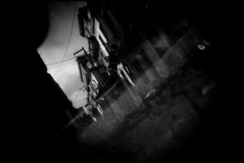 Zoriah_photojournalist_war_photographer_cuba_reflected_reflection_window_windshield_puddle_20090809_0240