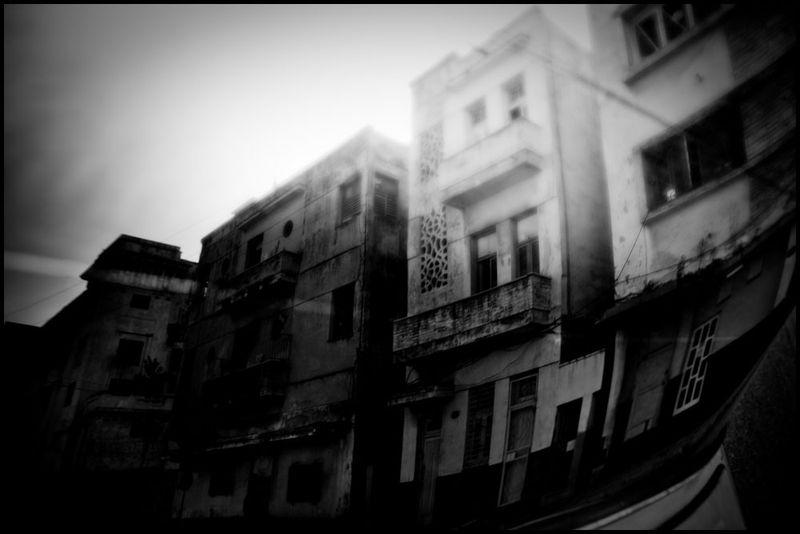 Zoriah_photojournalist_war_photographer_cuba_reflected_reflection_window_windshield_puddle_20090809_0102