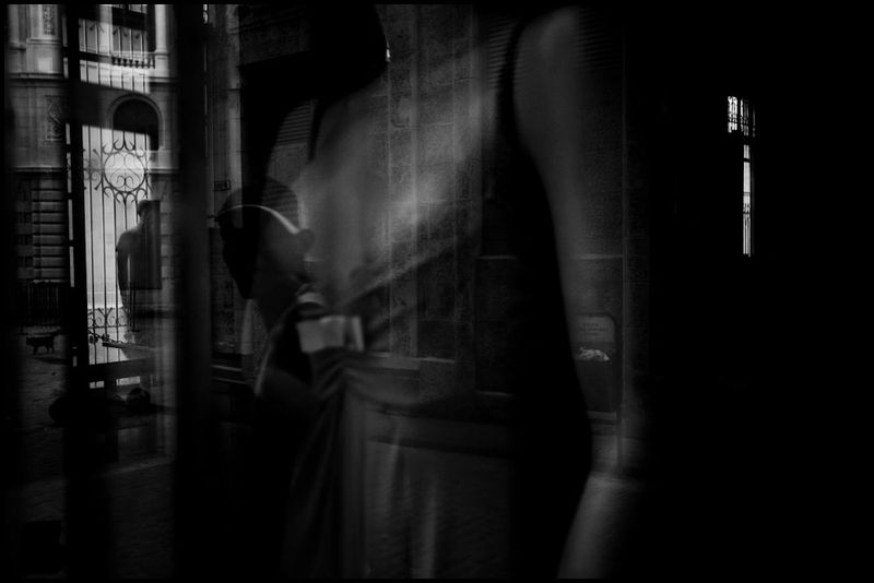 Zoriah_photojournalist_war_photographer_cuba_reflected_reflection_window_windshield_puddle_20090810_0519