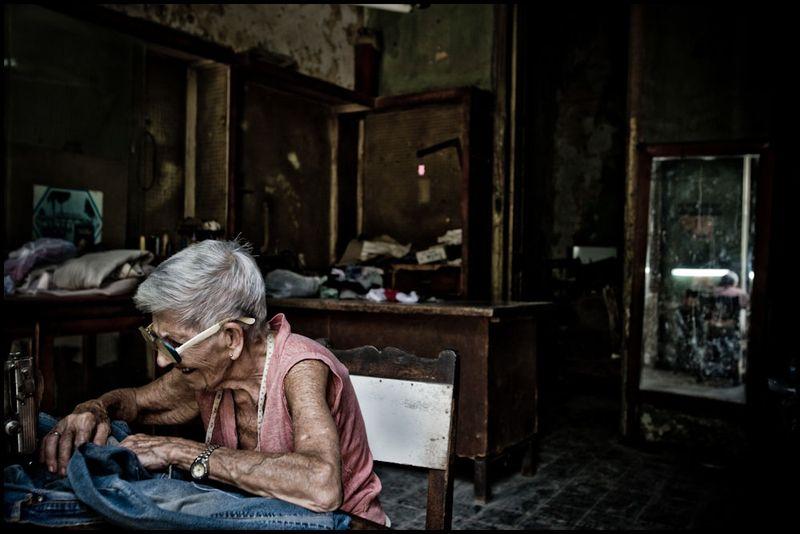 Zoriah_photojournalist_war_photographer_cuba_havana_workers_jobs_labor_work__20090801_0108