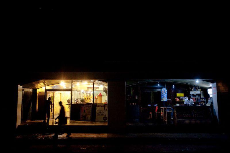 Zoriah_photojournalist_war_photographer_cuba_havana_workers_jobs_labor_work__20090806_0366