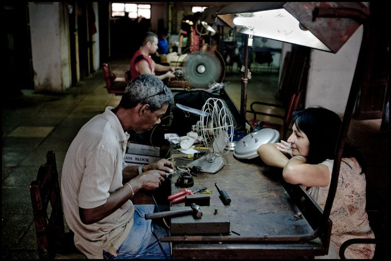 Zoriah_photojournalist_war_photographer_cuba_havana_workers_jobs_labor_work__20090808_0010