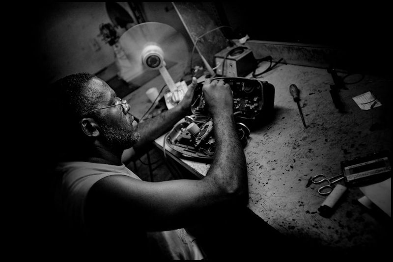 Zoriah_photojournalist_war_photographer_cuba_havana_workers_jobs_labor_work__20090808_0037