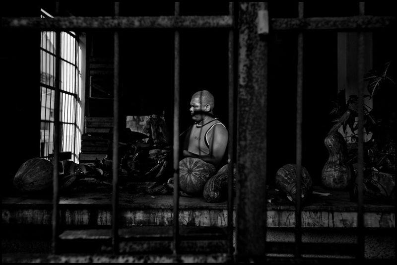 Zoriah_photojournalist_war_photographer_cuba_havana_workers_jobs_labor_work__20090804_0555