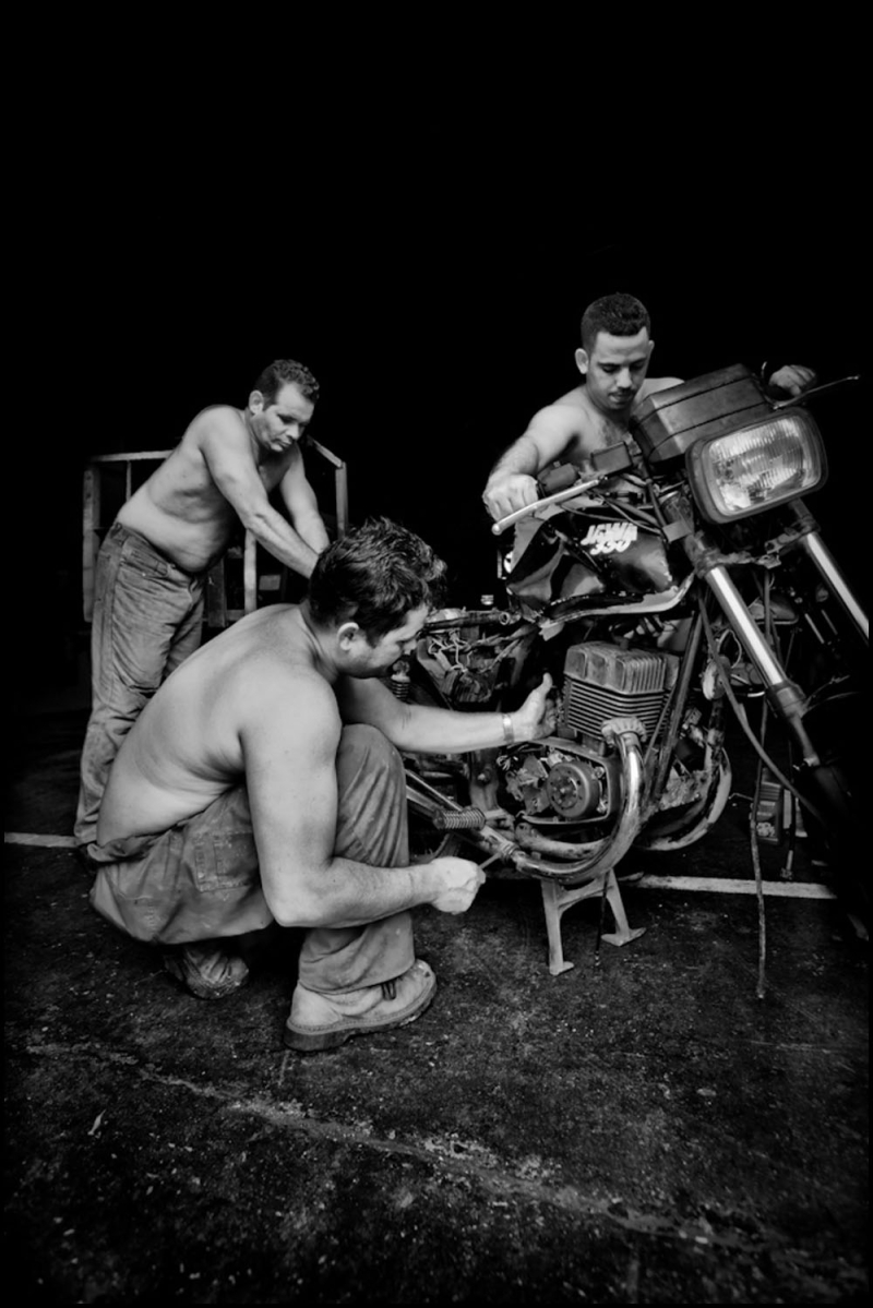 Zoriah_photojournalist_war_photographer_cuba_havana_workers_jobs_labor_work__20090805_0177