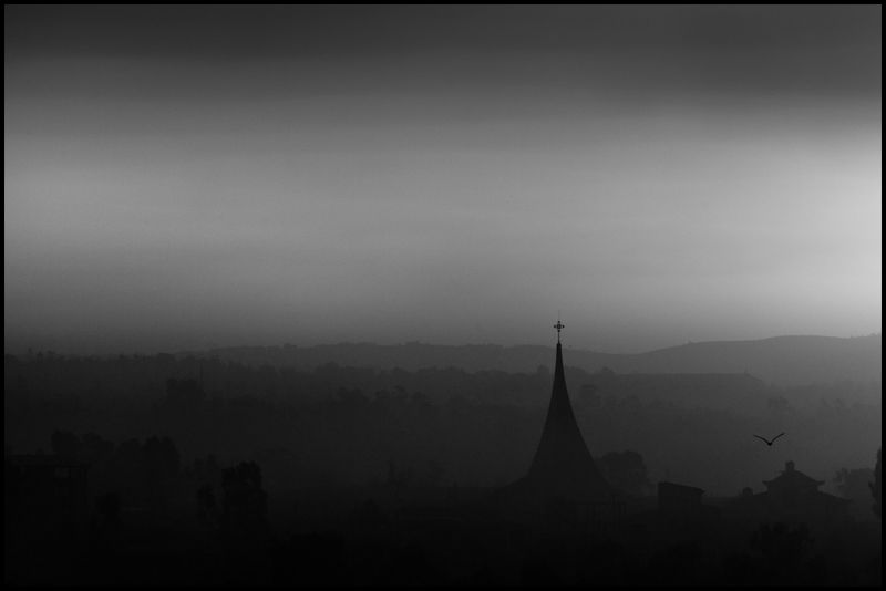 Zoriah_photojournalist_war_photographer_ethiopia_addis_ababa_pollution_smog_garbage_trash_dump_20091102_0227