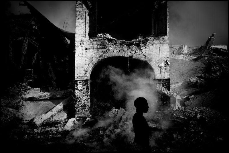 Zoriah_photojournalist_war_photographer_haiti_earthquake_port_au_prince_earth_quake_20100120_3104