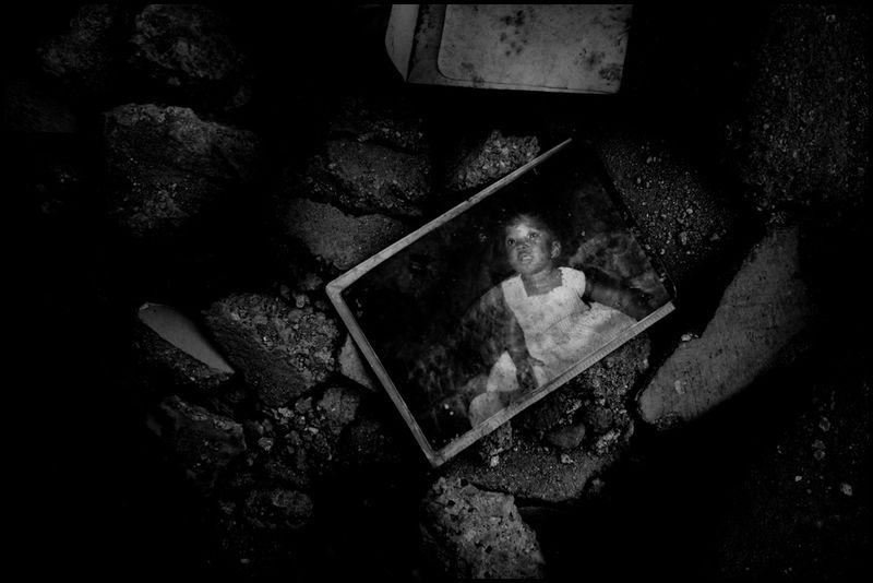 Zoriah_photojournalist_war_photographer_haiti_earthquake_port_au_prince_earth_quake_20100119_1078