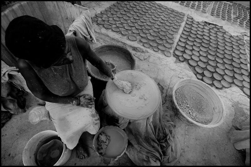 Zoriah_photojournalist_hiait_mud_pie_cracker_poverty_earthqake_20091208_0402