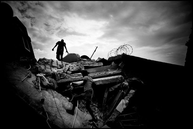 Zoriah_photojournalist_war_photographer_haiti_earthquake_port_au_prince_earth_quake_20100119_0144