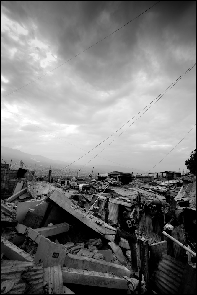Zoriah_photojournalist_war_photographer_haiti_earthquake_port_au_prince_earth_quake_20100119_0108