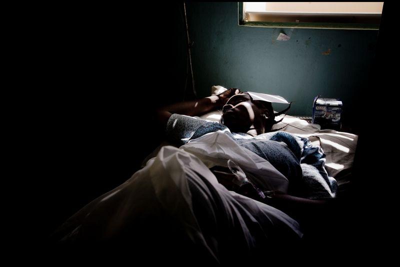 Zoriah_photojournalist_war_photographer_haiti_earthquake_port_au_prince_earth_quake_20100118_0036