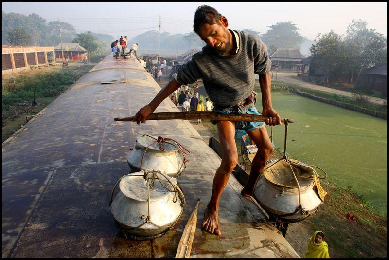 02-gmb-akash-trains-bangladesh