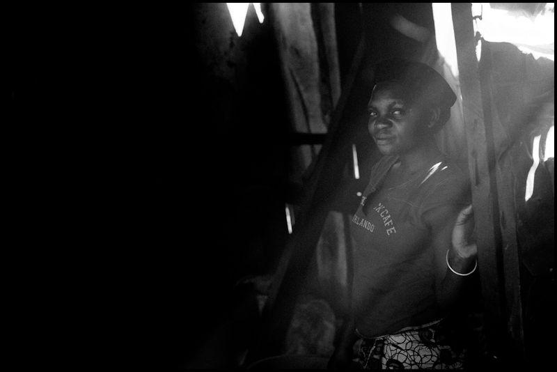 Zoriah_photojournalist_war_photographer-uganda-kampala-slum_20110224_0127