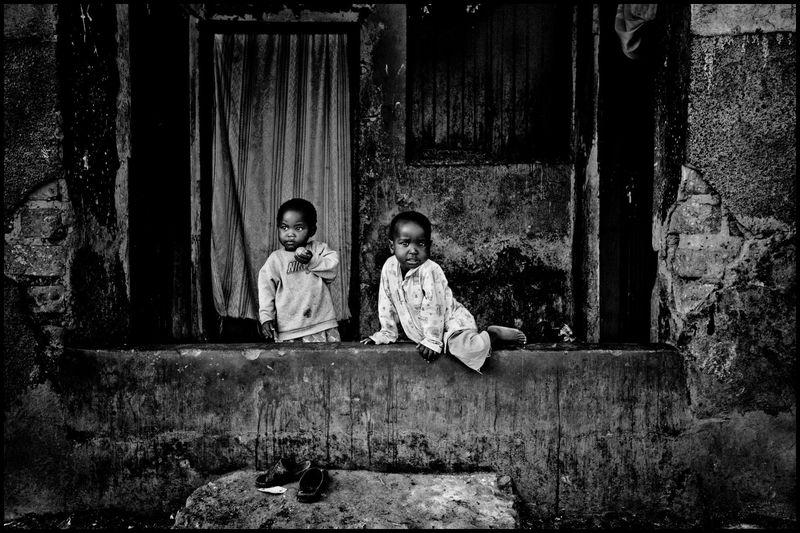 Uganda-children-ghetto-2_20110301_0123