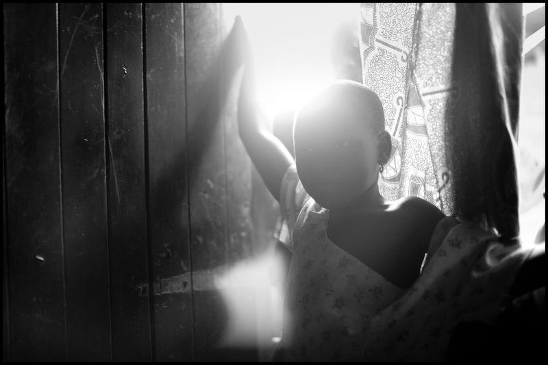 0001_zoriah_photojournalist_war_photographer-girl-in-doorway-uganda_20110217_0083