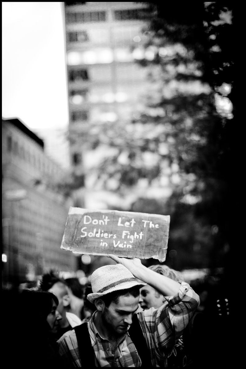 0001_zoriah_photojournalist_war_photographer-occupy-wall-street-protests_20111009_0598