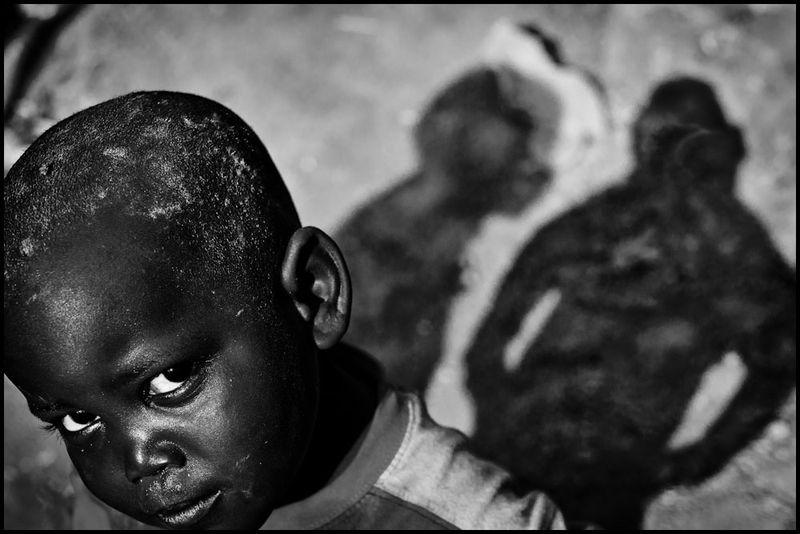 Zoriah_photojournalist_war_photographer-uganda-slum-poverty-boy_20110217_0104