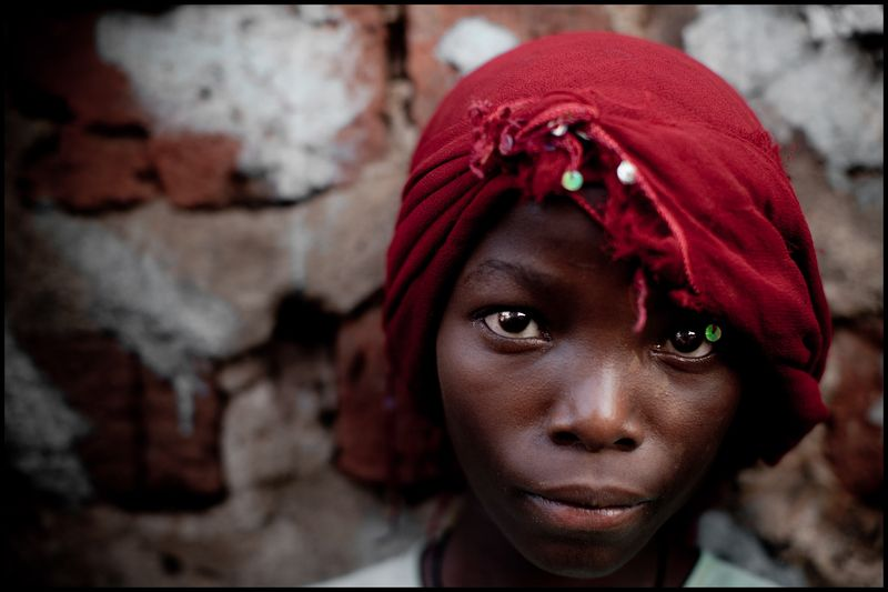 0001_zoriah_photojournalist_war_photographer-uganda-girl-red-headdress-2_20110217_0604