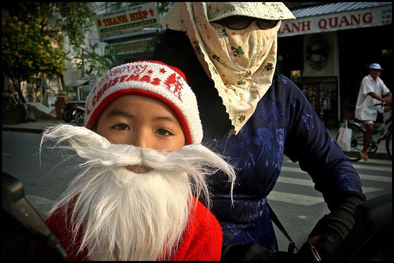 0001_zoriah_photojournalist_war_photographer_saigon_vietnam_christmas_20041217_1664ps