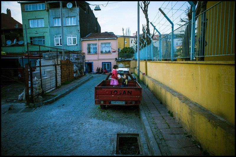 0001_zoriah_photojournalist_war_photographer-color-photography_20120404_0964